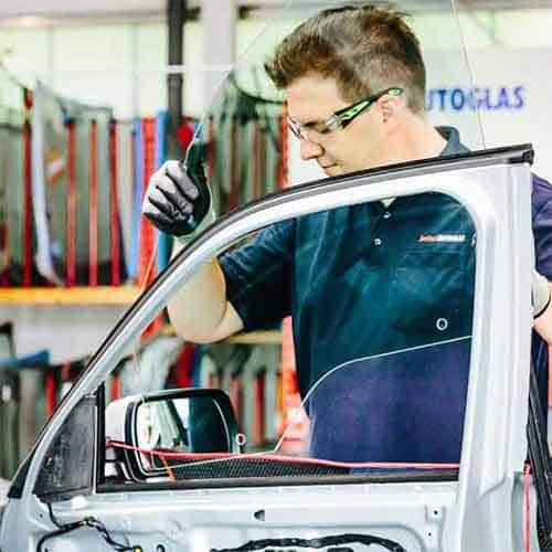 Seitenscheibe Auto neu einbauen
